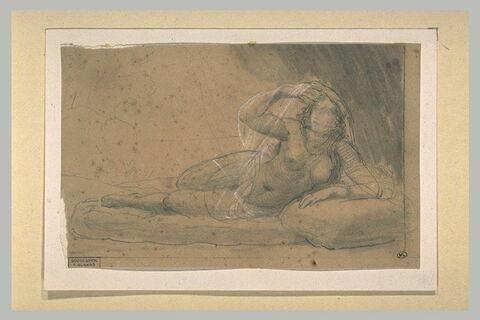 Jeune femme, à demi nue, étendue sur le côté gauche