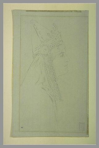 Tête de femme, coiffée d'une tiare ornée de cabochons