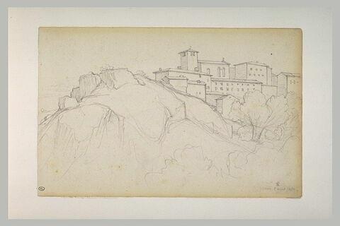 Paysage : maisons au sommet d'une colline