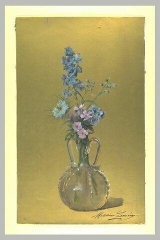 Fleurs dans un vase à deux anses