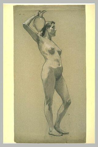 Femme portant un vase sur l'épaule