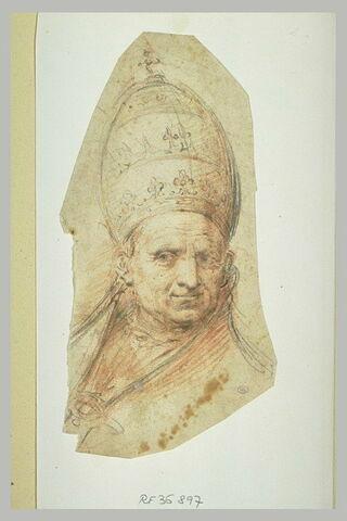 Tête de pape coiffée de la tiare, de face