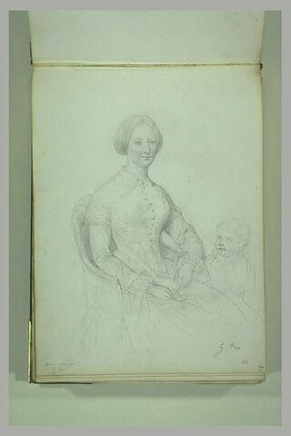 Portrait de femme assise, de face, avec son enfant