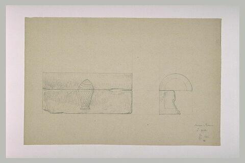 Face et coupe d'un sarcophage orné d'une pomme de pin