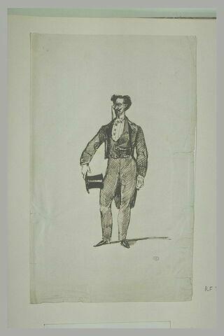 Homme, de face, tenant de la main droite un chapeau haut-de-forme