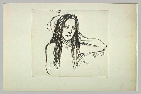 Jeune fille en buste, longs cheveux sur les épaules