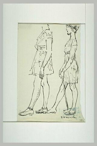 Deux fillettes marchant