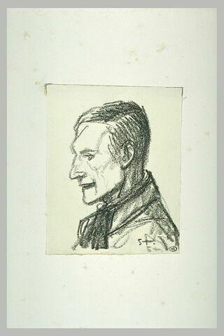 Homme vu en buste, un foulard noué autour du cou