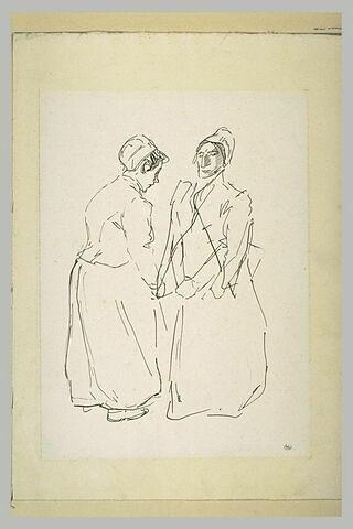 Deux femmes conversant debout, face à face