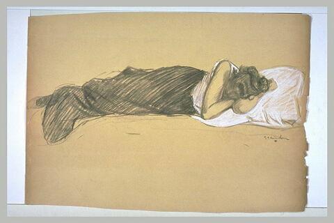 Femme endormie sur le côté gauche
