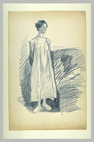 Femme debout, en chemise