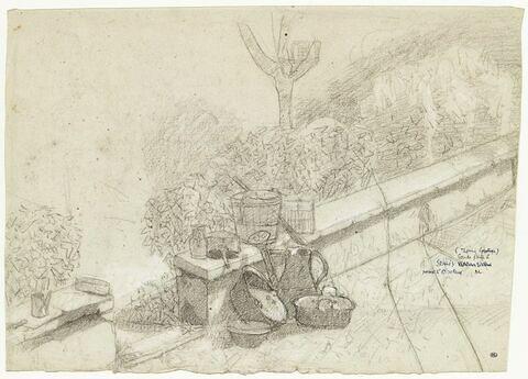 Ustensiles de jardinage posés le long d'un muret
