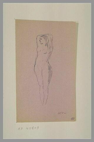 Femme nue debout, les bras derrière la tête