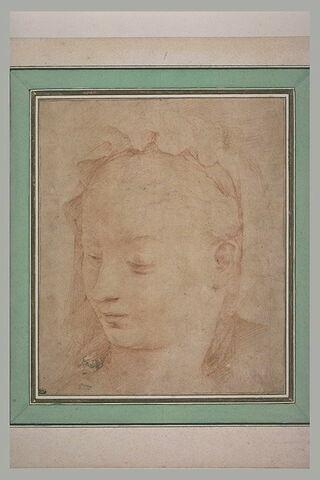 Tête de femme, de trois quarts, tournée vers la gauche, coiffée d'un bonnet
