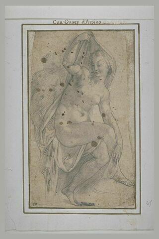 Une femme nue assise se couvrant d'un linge, derrière elle, un enfant