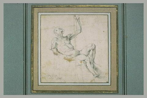 Homme nu à demi-allongé sur un plan incliné et tenant un objet