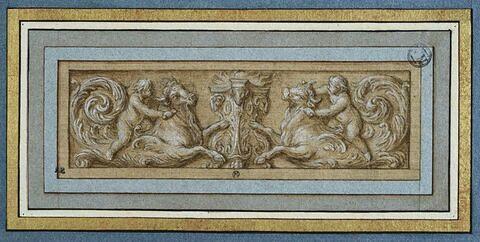 Panneau décoratif : un autel flanqué de deux putti sacrifiant des boeufs