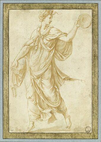 Femme drapée, debout, tenant un vase et une patère