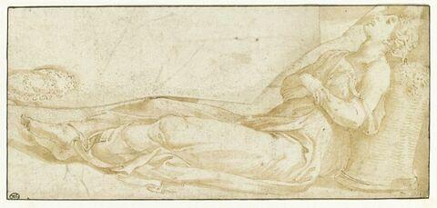 Jeune femme couchée, endormie, la tête appuyée sur un panier rempli de fleurs