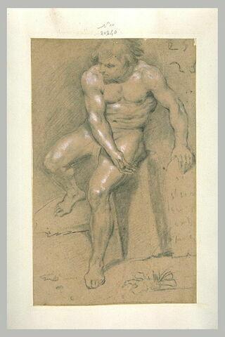 Homme nu, assis, désignant une Table qu'il tient de la main gauche