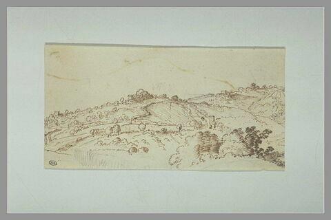 Paysage des collines avec tours et hameaux