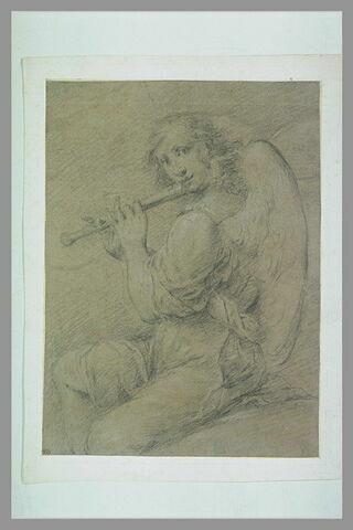 Ange musicien jouant de la flûte