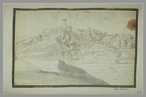 Vue d'une ville placée sur une hauteur, dominée par un couvent