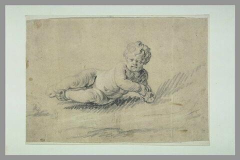 Enfant nu, à demi allongé sur le sol