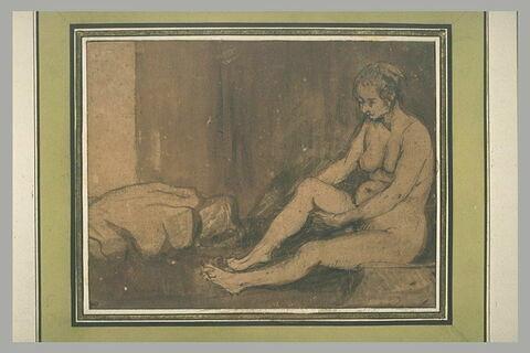 Femme nue, assise à terre