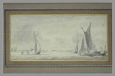 Huit barques à voiles, en vue d'une rive