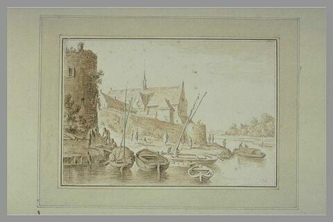 Eglise et remparts au bord d'une rivière, avec des barques amarrées