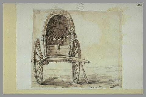 Une charrette en osier tressé, recouverte d'une banne, vue de face