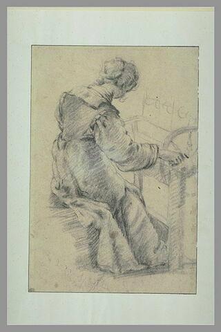 Femme assise, vue de dos, occupée à dévider de la laine