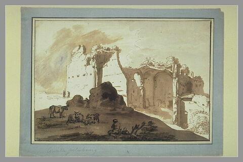 Un berger, de dos, surveille son troupeau devant des ruines