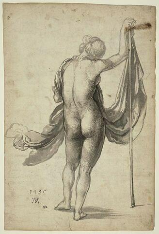 Académie de femme debout, de dos, la main sur une hampe d'où part un voile