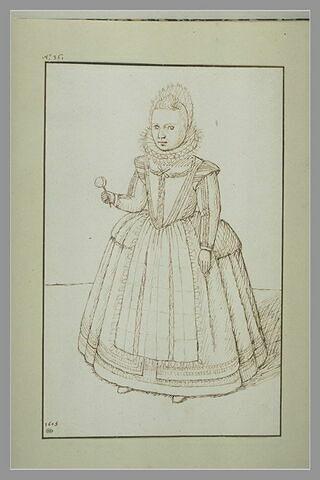 Portrait d'une fillette, main droite levée, tenant une fleur