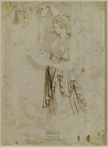 Femme ailée, drapée, versant de l'eau dans une coupe