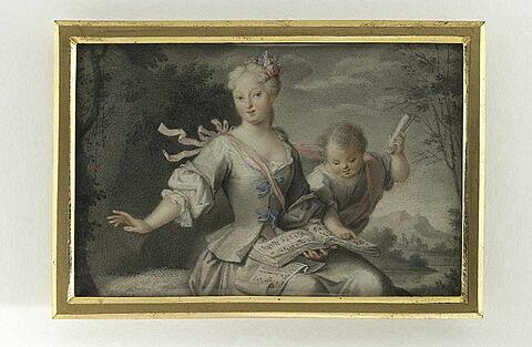 Jeune femme assise avec un enfant dans un paysage