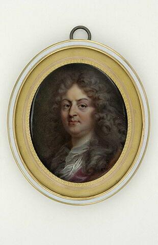 Portrait d'homme, en buste, avec une perruque blonde