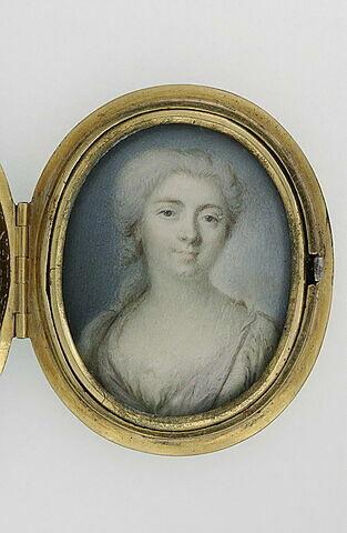 Portrait de jeune femme, en buste, les cheveux poudrés