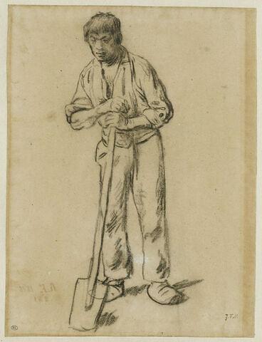 Homme appuyé sur le manche d'une bêche