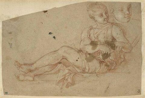 Figure feminine assise, tournée de trois quarts à gauche, la tête vers la...