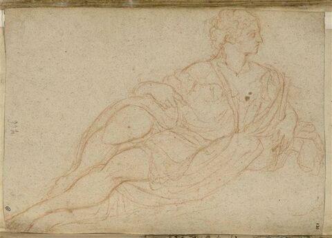 Figure féminine allongée vers la gauche, la tête de profil à droite
