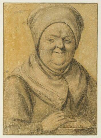 Vieille femme riant la main sur une chaufferette