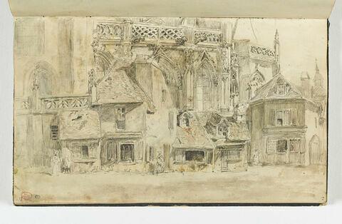 Façades de maisons et d'église à Falaise