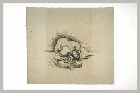 Figure de femme nue, couchée sur le sol, vue en raccourci