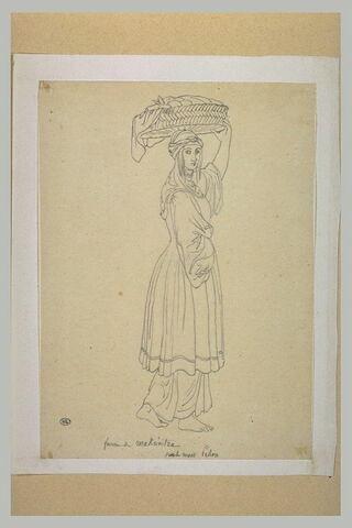 Paysanne grecque, debout, de profil à droite