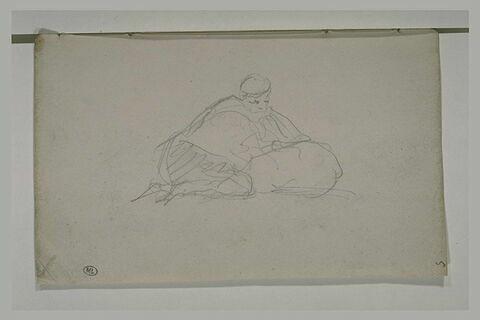 Figure agenouillée devant un sac