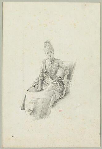 Femme, assise dans un fauteuil, vue de face