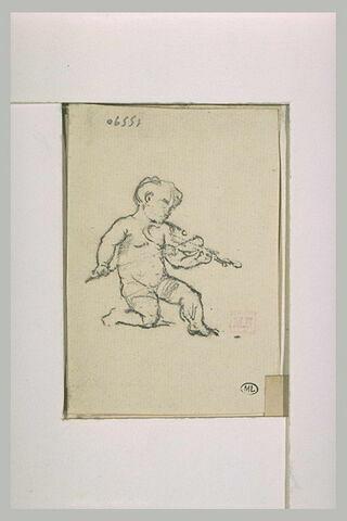 Enfant nu, le genou droit en terre, de trois quarts, jouant du violon